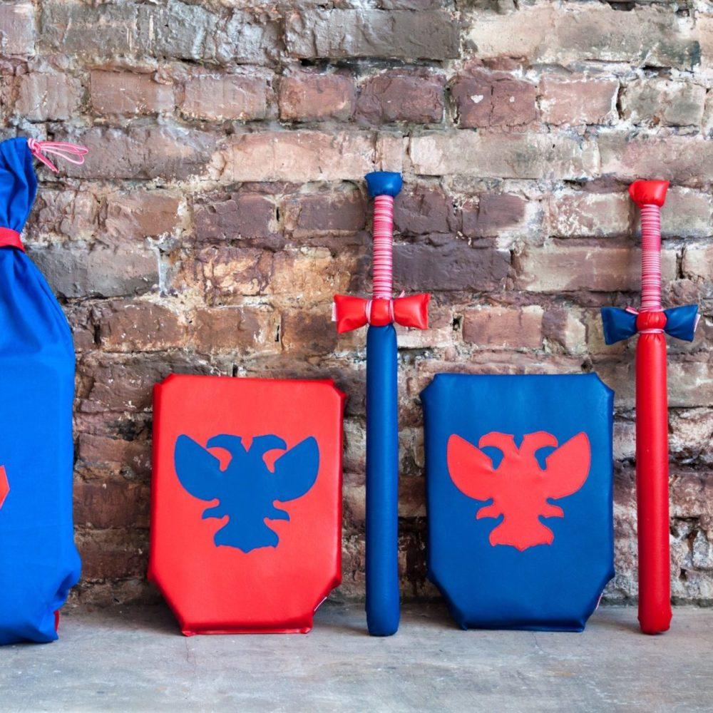 Рыцарский набор (2меча, 2 щита) красный-синий-